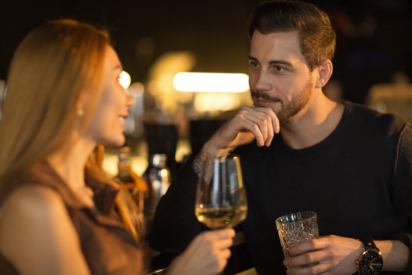 「友達」ではなく、「男性」として意識させるには『恋愛話』を入れる